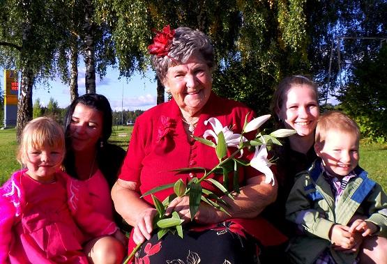 Memme kõige tillemad Õied- Lisandra ja Sander- oma emmedega.